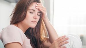 fejfájás, nyugtalan láb szindróma